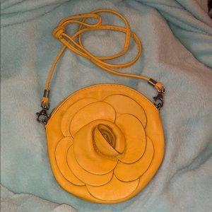 Handbags - 💋YELLOW ROSE CROSSBODY BAG